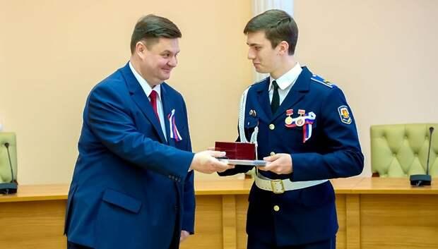 Глава Подольска вручил медали «За особые успехи в учении» выпускникам округа