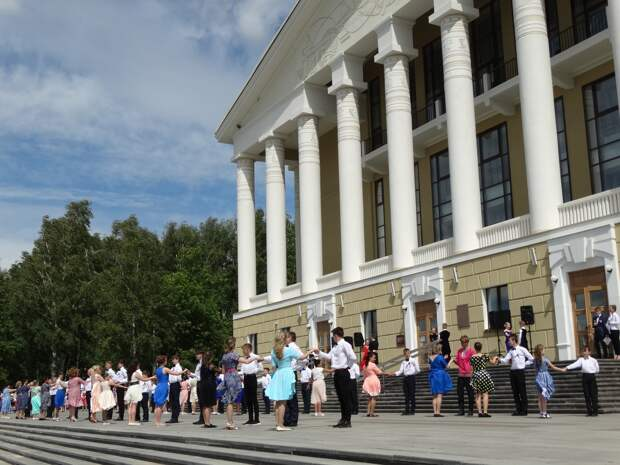 Танцевальный флешмоб «Большой вальс» в Воткинске пройдет онлайн