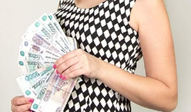 Усварщика вНовотроицке девушка украла почти 100тыс рублей