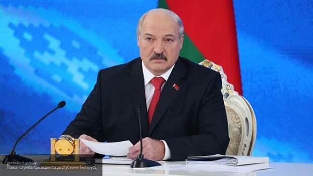 Туск заявил, что Лукашенко хотел объединить Украину с Белоруссией