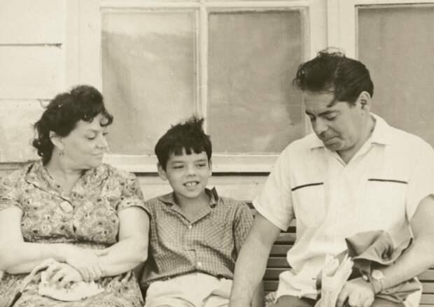 Райкин с женой и сыном.jpg