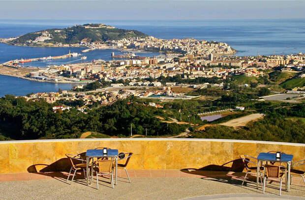 Город Сеута находитсяна северном побережье Марокко, прямо напротив Гибралтара