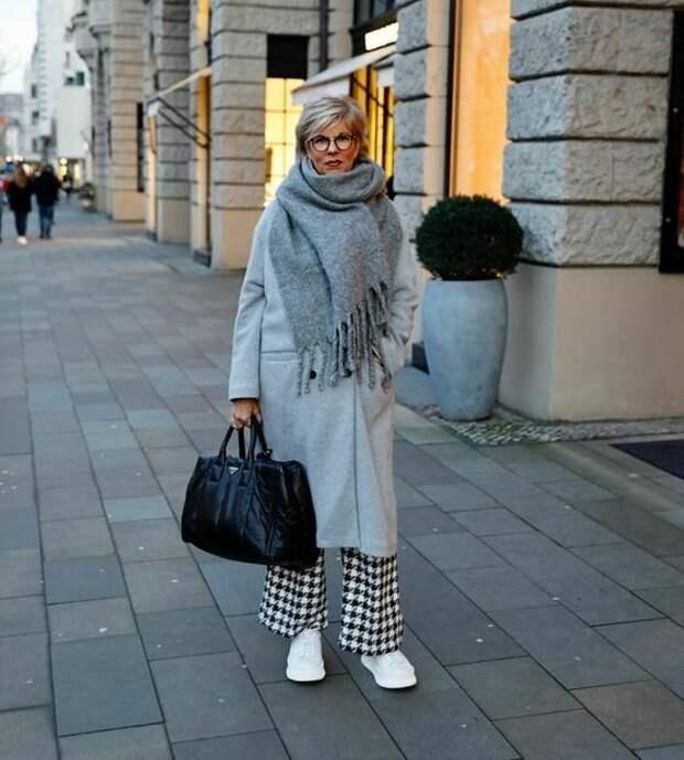 Осенне-зимние образы, которые подарят комфорт и вдохновение. Лучшее для женщин 50+