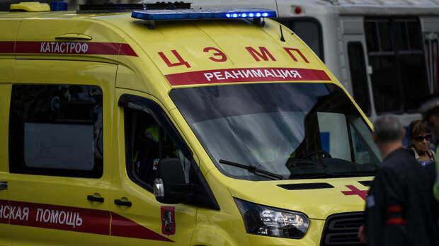 Мужчина выпал из окна здания на севере Москвы
