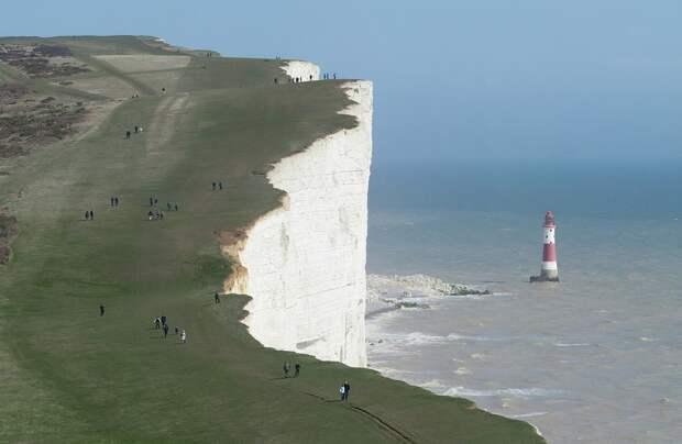 8 завораживающих фото скалы Бичи-Хед в Англии – места, которое очень любят самоубийцы