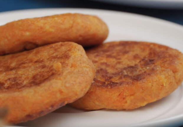 Взяли пачку творога и морковь: жарим завтрак на замену сырникам