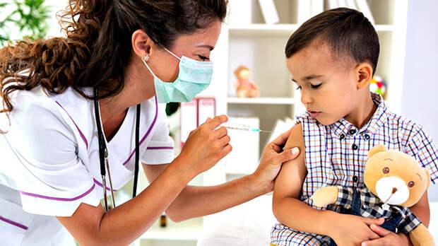 Вирус-мутант добрался до наших детей. Доктор наук - о вакцинации несовершеннолетних