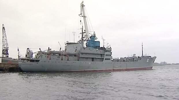 Флот Её величества подняли по тревоге при виде Российской плавучей мастерской