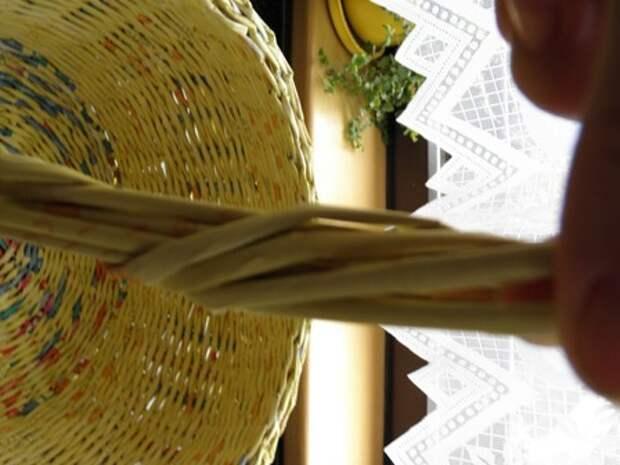 плетение из газет. корзинка из газетных трубочек (6) (336x448, 60Kb)