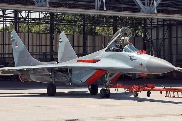 «Жесткая посадка»: авиапром снижает обороты, а недовольные истребителями военные подают в суд