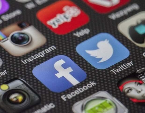 Facebook решил не наказывать за оскорбления в адрес известных людей