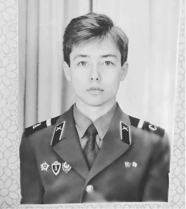 Сергей Зверев шокировал россиян фотографией из дембельского альбома