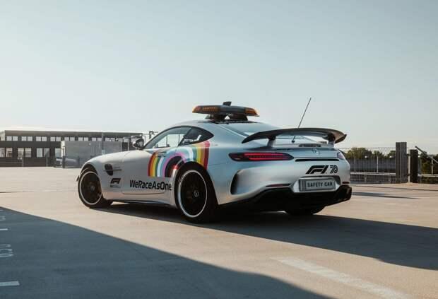 На сейфти-каре Формулы 1 будет изображена радуга