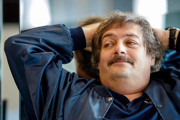 Дмитрий Быков стал отцом в третий раз
