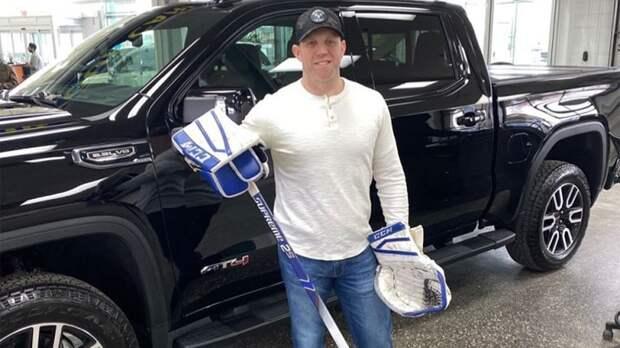 Disney снимет фильм о водителе ледового комбайна, который сыграл в НХЛ и обыграл «Торонто»