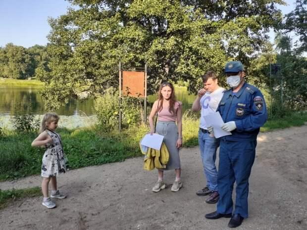 Пожарные напомнили жителям округа о правилах безопасности