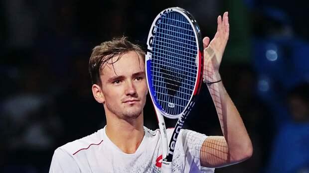Медведев стал победителем турнира в Марселе
