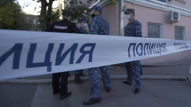 Сотрудники полиции оцепили магазин в Москве, в котором купила арбуз отравившаяся семья