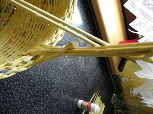 плетение из газет. корзинка из газетных трубочек (4) (336x448, 82Kb)