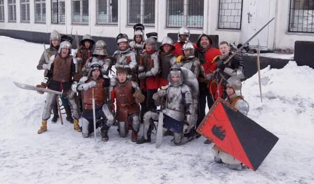 В Бабушкинском районе можно сделать фото в рыцарских доспехах и сразиться на мечах
