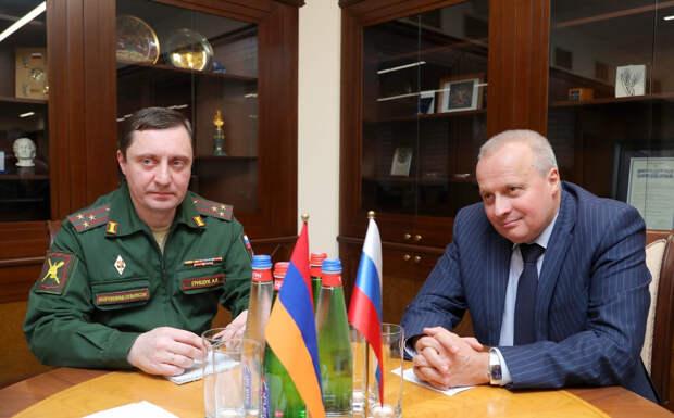 Тоноян: армяно-российская военная группировка готова реагировать