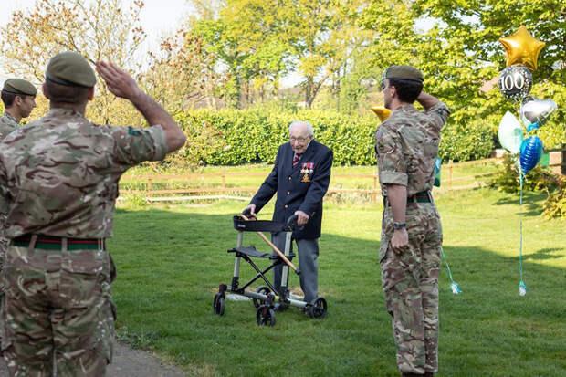 99-летний британский ветеран Томас Мур собрал 21 млн фунтов стерлингов для больниц