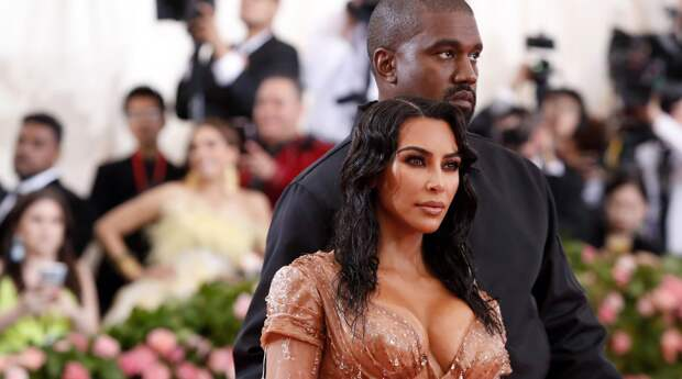 Ким Кардашьян расстроила мужа выбором платья
