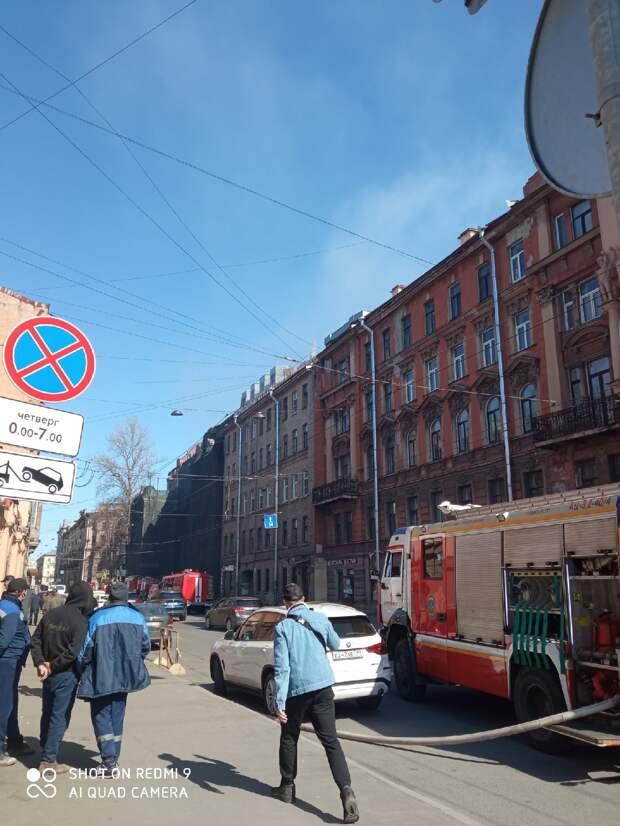 На Петроградской стороне снова загорелся исторический дом Басевича. Его хотят перестроить под общежитие для артистов академии танца Бориса Эйфмана — активисты выступают против