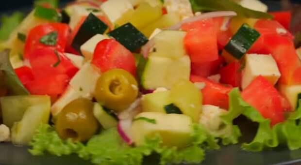 Аппетитный салат с цукини