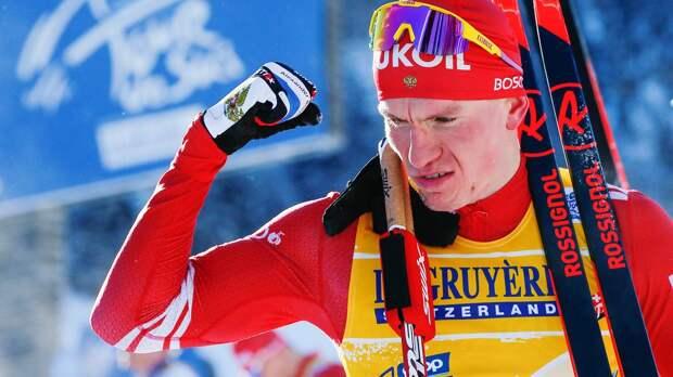 В сборной России прокомментировали падение Большунова в квалификации спринта в Швеции