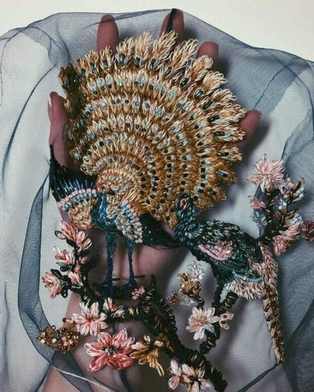 Невозможно оторваться от такой необычной красоты! Мастерица Екатерина Марченко вышивает на фатине и получаются нереальные работы