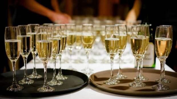 Россияне стали меньше тратить денег на алкоголь
