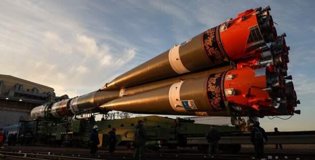 Ракету-носитель, украшенную под хохлому, доставили на стартовый комплекс Байконура