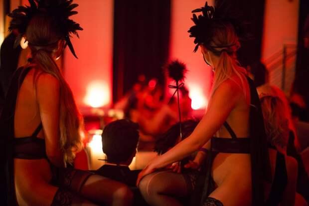 Коронавирус — оргии не помеха: вечеринки в эротическом клубе Snctm продолжаются, несмотря на эпидемию