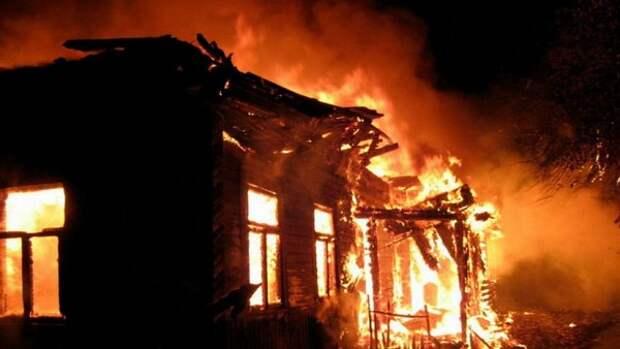 В Джанкойском районе при тушении пристройки чуть не сгорел мужчина