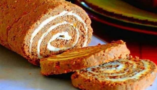 Замечательная закуска — печеночный рулет с сырной начинкой