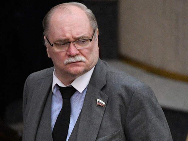 """России больше не подходит """"написанная либералами"""" Конституция, заявили в Госдуме"""