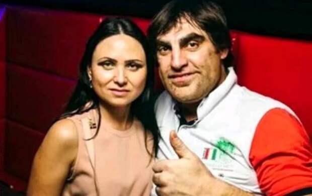 Алексей Дмитриев имеет необычную внешность, а как выглядит его супруга
