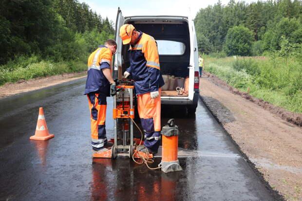 В Тверской области уложили асфальт на единственной дороге к Фирово