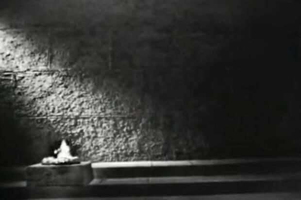 """Заставка программы """"Минута молчания"""". 1965 год. Фото: Гостелерадиофонд"""