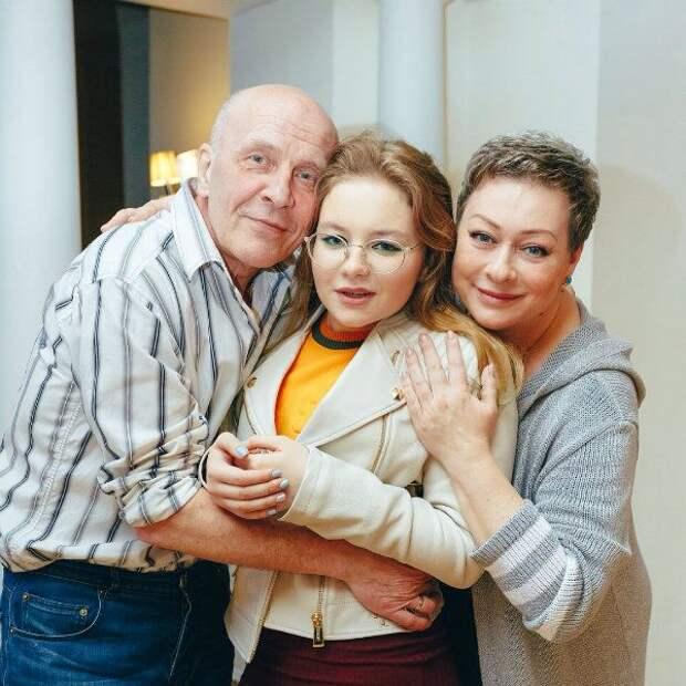 Как выглядят супруг и дети Марии Ароновой