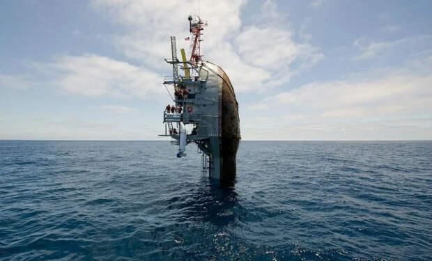 Корабль переворачивается кормой вверх и начинает работать. Уникальное судно для изучения океана