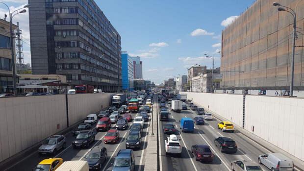 Дептранс назвал лучшее время для выезда москвичам за город в пятницу