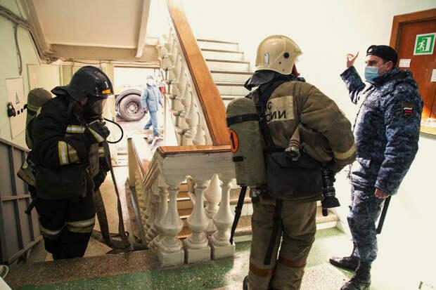 Бомбу ищут в офисе «Единой России» в Севастополе