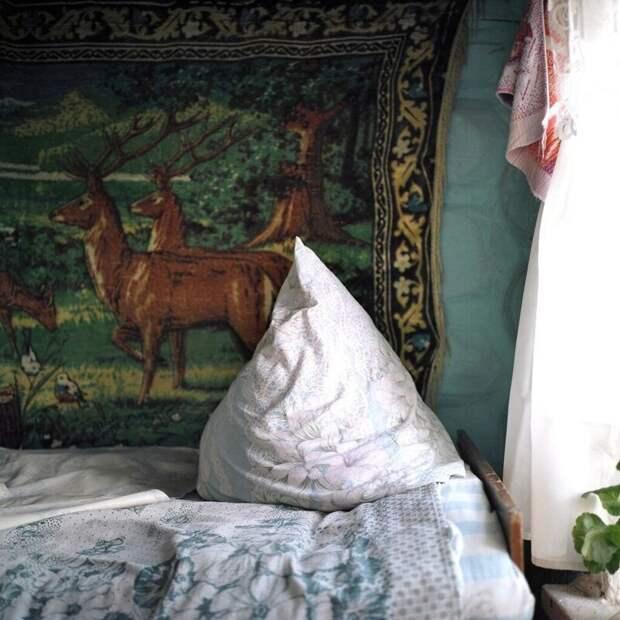 8. Аккуратно сложенные бабушкой подушки деревня, детство, ностальгия, русская деревня, фото