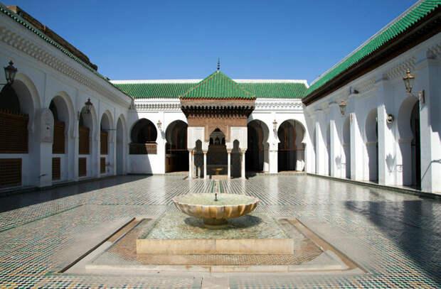Университет Аль-Карауинаявляется одним из духовных и образовательных центров исламского мира
