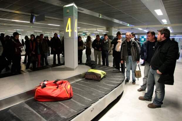 Аэрофлот предупредил пассажиров о проблемах с доставкой багажа в Шереметьево