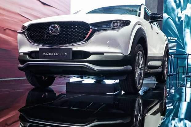 Mazda представила в Шанхае электрический кроссовер CX-30