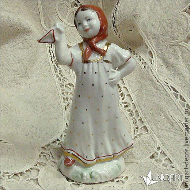 Изумительные, притягивающие взгляд антикварные фарфоровые скульптуры.)