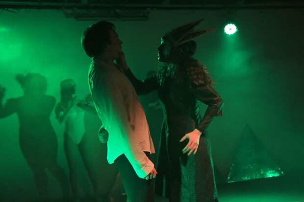 В ЦДР поставили спектакль по «Таинственной истории Билли Миллигана» Дэниела Киза